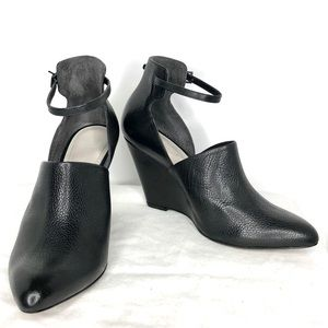 NWOT Pour La Victoire Black Leather Wedge Heels